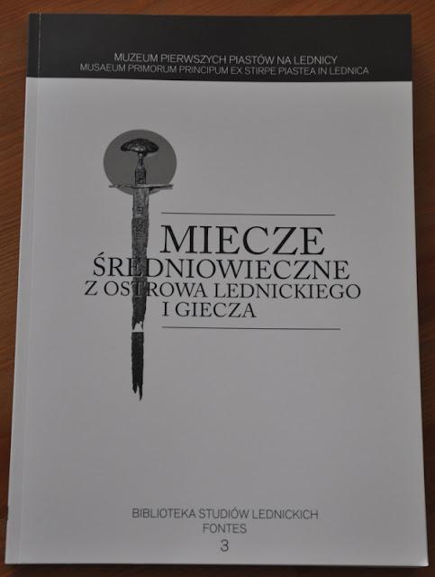 Miecze średniowieczne z Ostrowa Lednickiego i Giecza