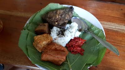 Nasi Jamblang, Sega Jamblang, Kuliner Cirebon, Bapontar Hotel