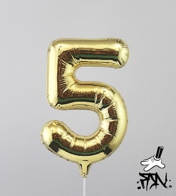 High5 Balloon Gold Edition Fine Art Sculpture by Fanakapan x Silent Stage