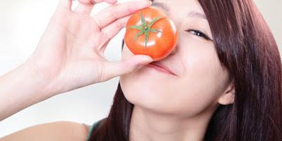 8 Manfaat Masker Tomat dan Cara Pembuatannya