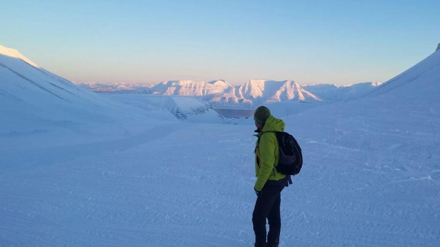 vistas-heladas-excursion-cueva-de-hielo-svalbard-noruega