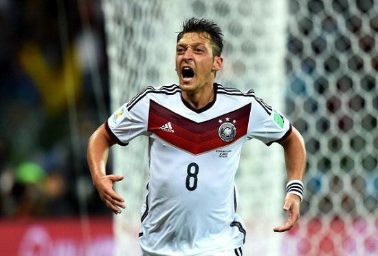 Algeria thắng thuyết phục Đức 2-1.