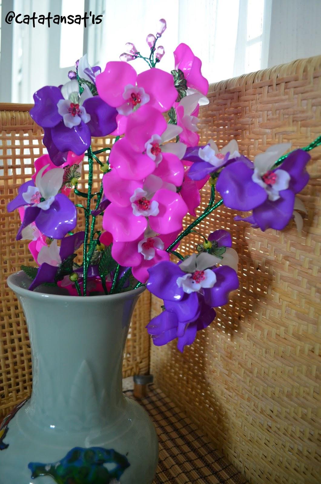 Catatan Sat Merangkai Bunga Akrilik
