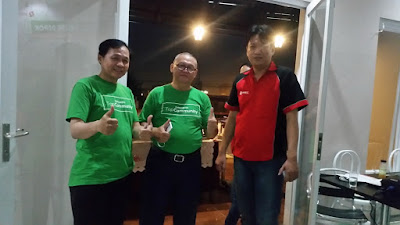 Selfi Bersama Suhu Om Puronomo Ketua Top Community Tokopedia Depok dan om Christian dari expedisi Sicepat