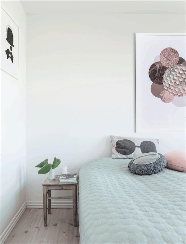dormitorio con cama sin cabecero chicanddeco