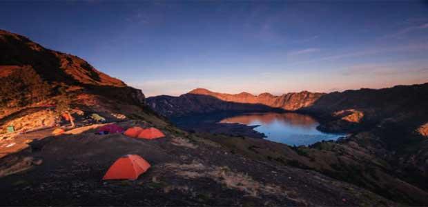 Lombok akan tampak lebih menakjubkan jika dinikmati dimalam hari Gunung Rinjani - Pendakian Menuju Tahta Para Dewa