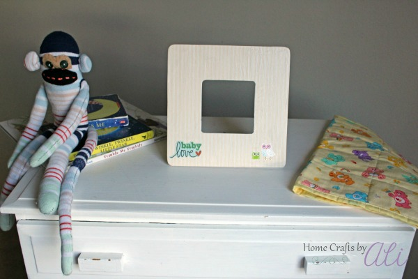 Quick and easy photo frame in baby's room