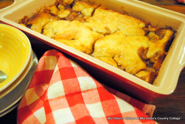 Vintage Apple Cobbler at Miz Helen's Country Cottage