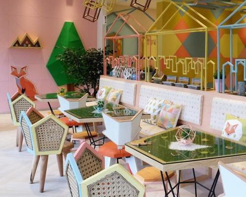 Tinuku Cafe Kyouchii Pop Restaurant In Makassar Translating Iron Shapes And Pastel Colors