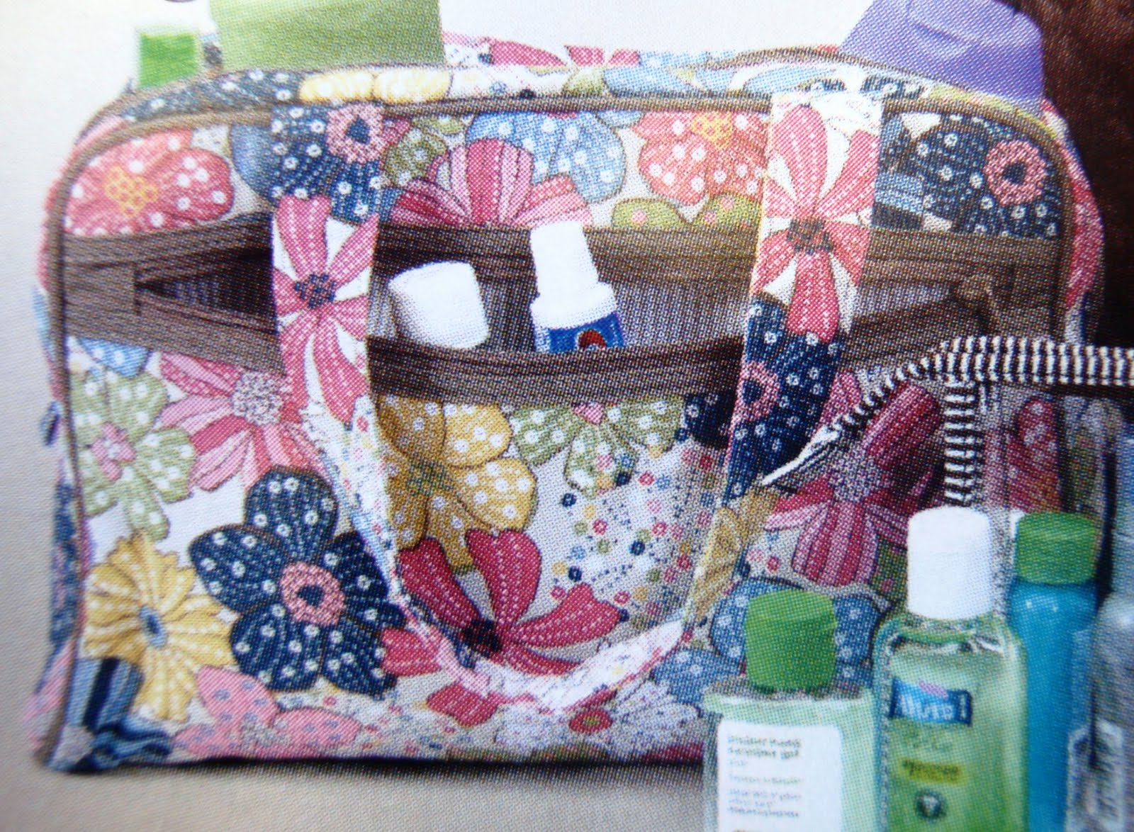 Check Out This Cute Cosmetic Bag From Thirty One The Handle It Is Perfect For Those Summer Getaways Free Spirit Fl