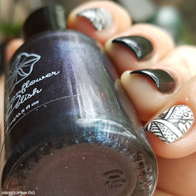 moonflower-polish-LE-Perla-Negra-Swatch-bottle-shift