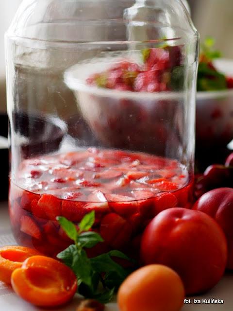 domowe przetwory , owoce w rumie , alkohol , zrób to sam