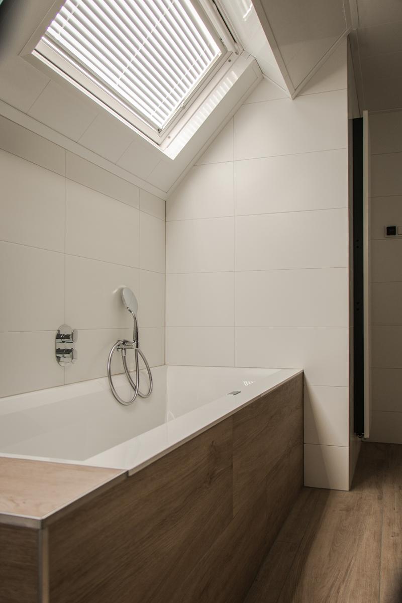 VanDenBoomBouw: Unieke badkamer met Sunshower