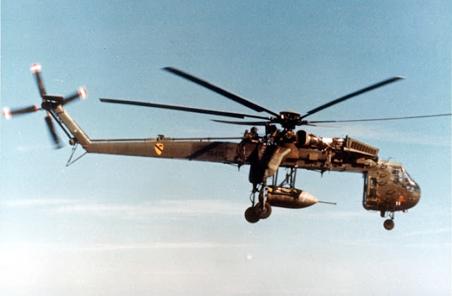 Gambar 59. Foto Helikopter Angkut Militer Sikorsky CH-54 Tarhe
