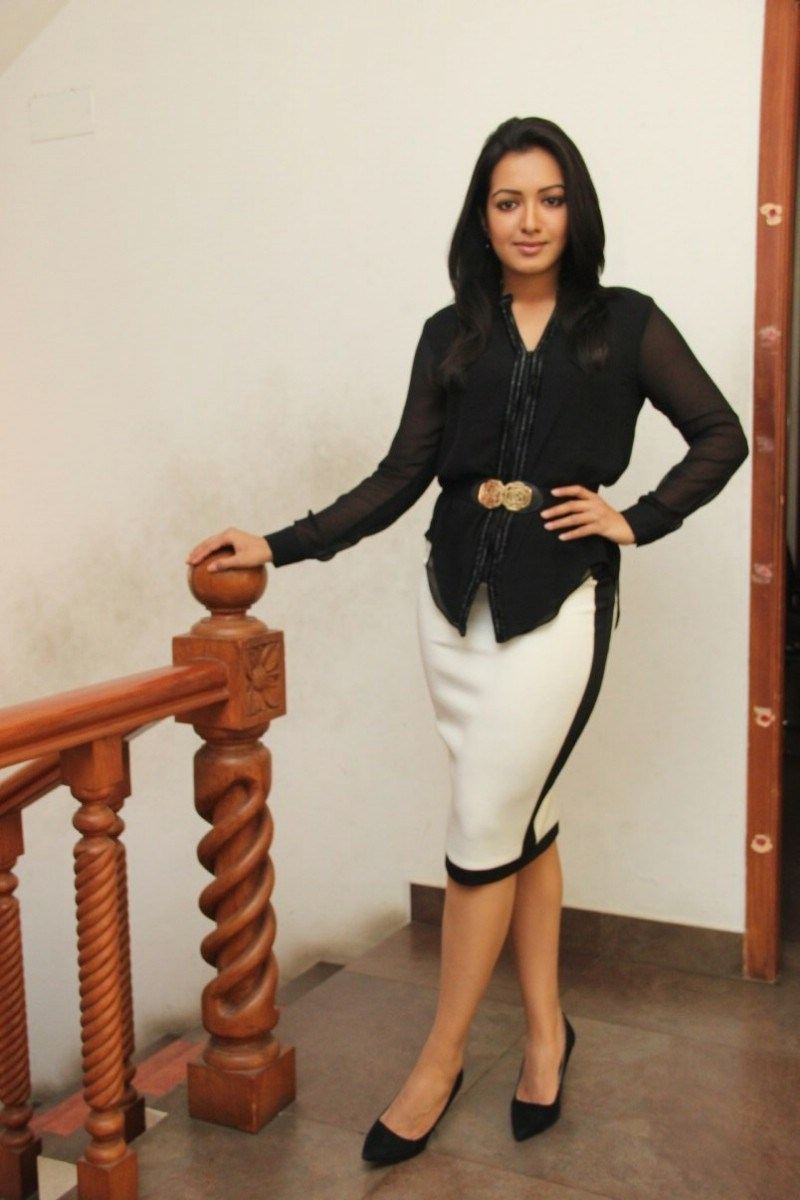 Catherine Tresa Photos In Black Dress