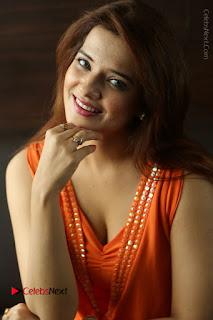 Actress Saloni Aswani Pos in Short Dress at Meelo Evaru Koteeswarudu Movie Interview  0106.JPG