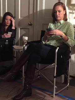 Holly Marie Combs and Lesley Fera PLL BTS 6x09