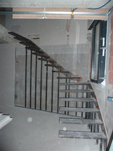escalier escalier suspendu marches flottantes. Black Bedroom Furniture Sets. Home Design Ideas