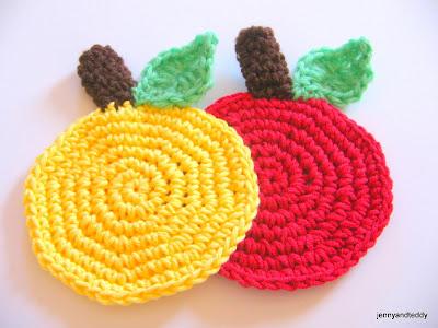 free crochet coaster easy apple pattern by jennyandteddy.com