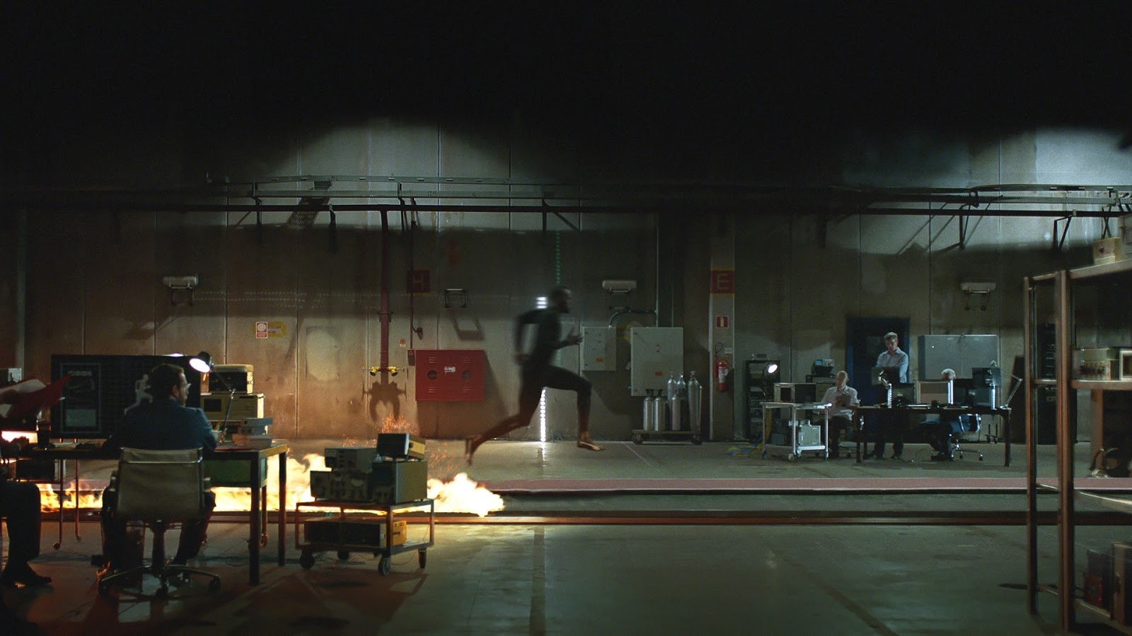 "O Χρυσός Ολυμπιονίκης Usain Bolt τα ""βάζει"" και με την φωτιά, για χάρη της … Nissan!"