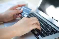 Database Nasabah Pemilik Kartu Kredit Black Platinum