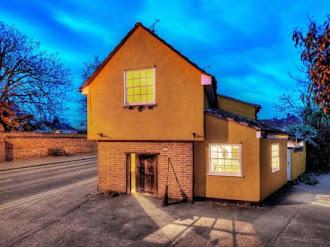 Ponen a la venta casa embrujada en Inglaterra