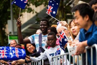 29,6% австралійців зазначили, що не сповідують «жодної релігії». Така кількість є майже вдвічі більшою від кількості у 2001 році