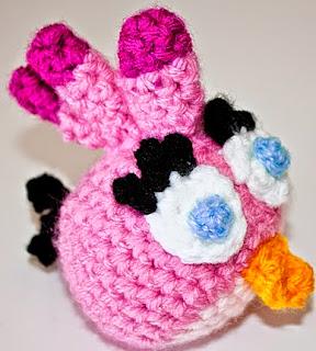 http://ipunts.blogspot.com.es/2014/11/angry-birds-rosa-crochet-amigurumi.html