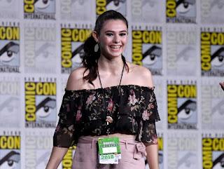 Nicole Maines: Supergirl contrata atriz trans para viver heroína trans na 4ª temporada