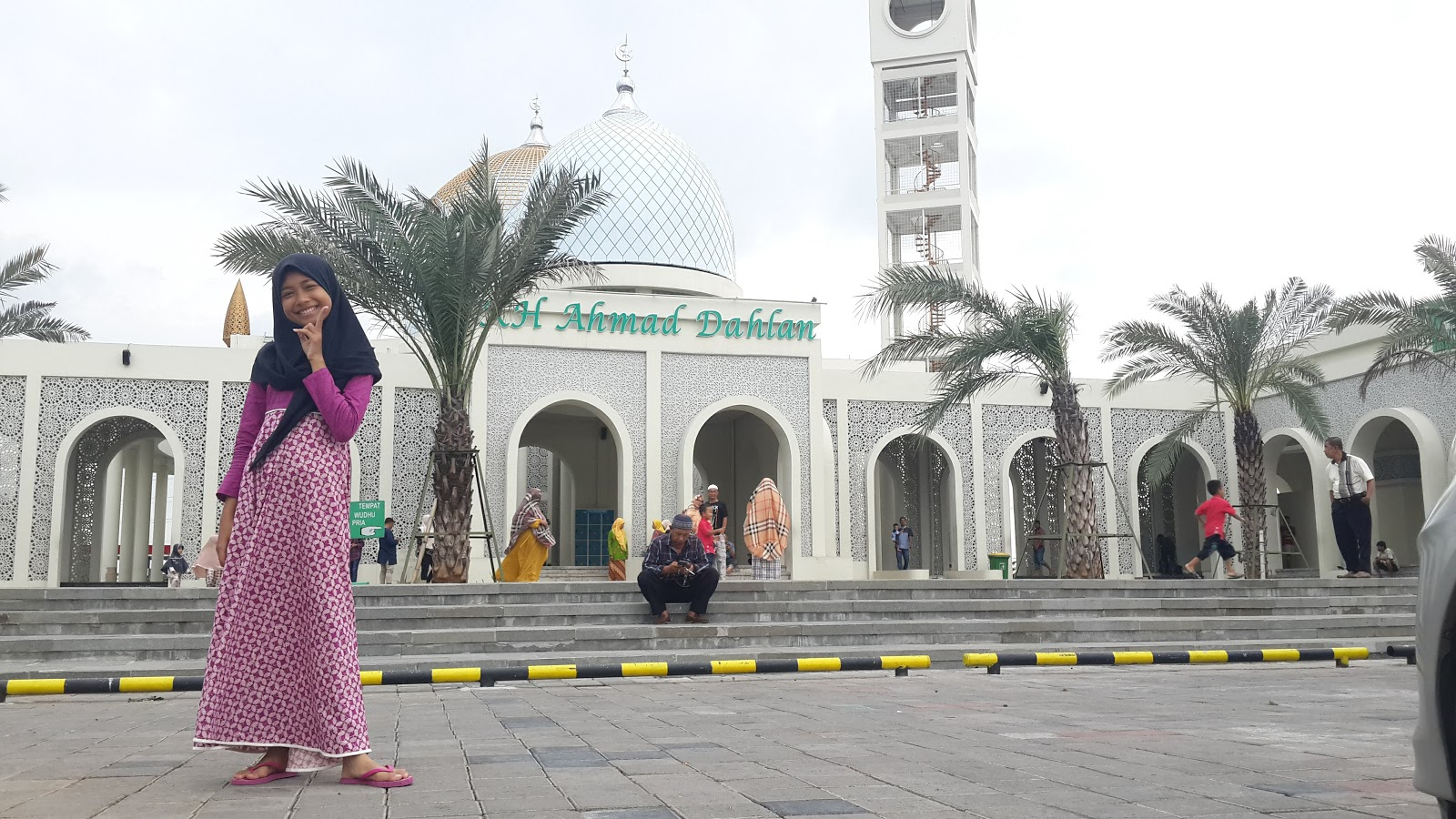 Megahnya masjid KH Ahmad Dahlan Gresik