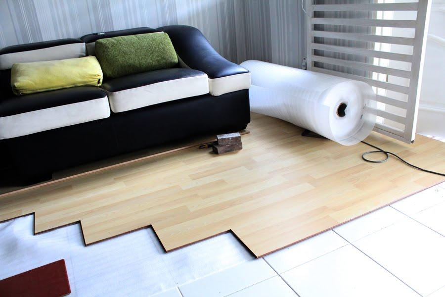 Kediaman Indah Ini Akan Tampil Lebih Baik Dengan Lantai Kayu Lamina Pemasangan Dibuat Di Bahagian Ruang Tamu Bawah Dan Keluarga