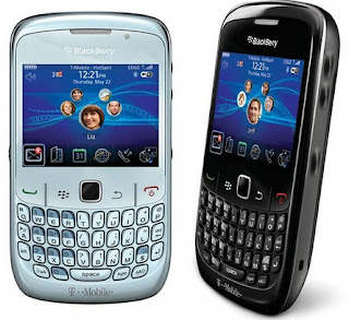 Blackberry 8520, blackberry moderno, imagen de blackberry, fotografía de blackberry, los mejores blackberry, dos blackberrys, aplicaciones para blackberry, las mejores aplicaciones para blackberry, blackberry gris, blackberry negro, blackberry moderno