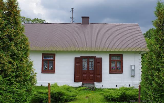 http://fotobabij.blogspot.com/2016/08/zabytkowa-drewniana-chata-w.html