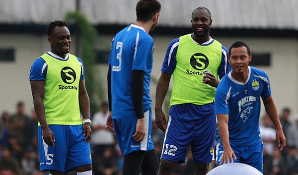 Hadapi Bhayangkara FC, Pelatih Persib Siapkan Carlton Cole