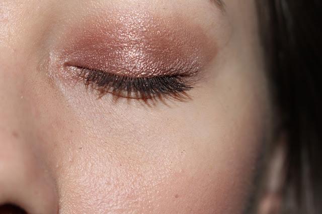 maquillage bordeaux pour les yeux verts