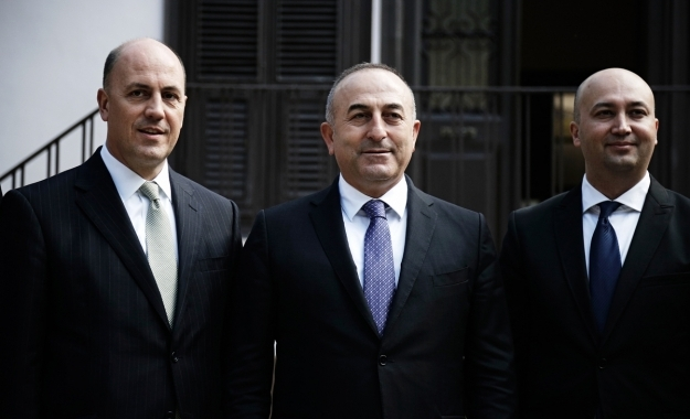 Η τουρκική διπλωματία υπερασπίζεται την επαναπροσέγγιση Άγκυρας - Μόσχας, εκτοξεύει βέλη προς την ΕΕ