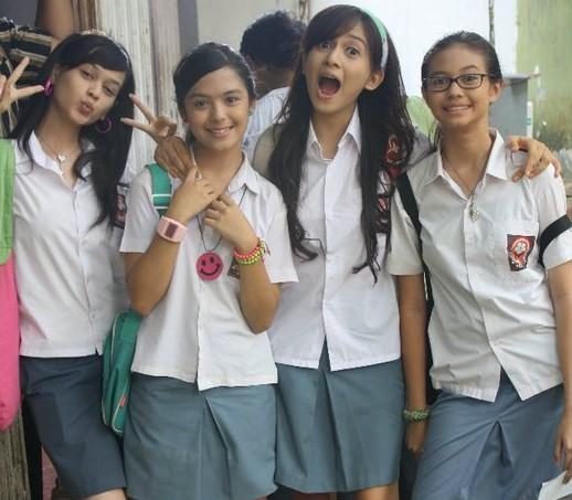 Foto Hot Gadis SMK Pamer Toket Dan Paha Mulus Setelah