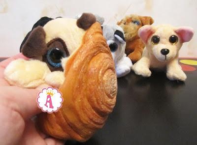 Игрушка собака мопс в булочке