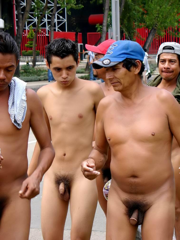nackte-jungs-protestieren