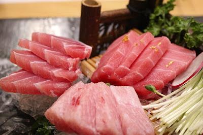 Filetear pescado en la cocina de la abuela