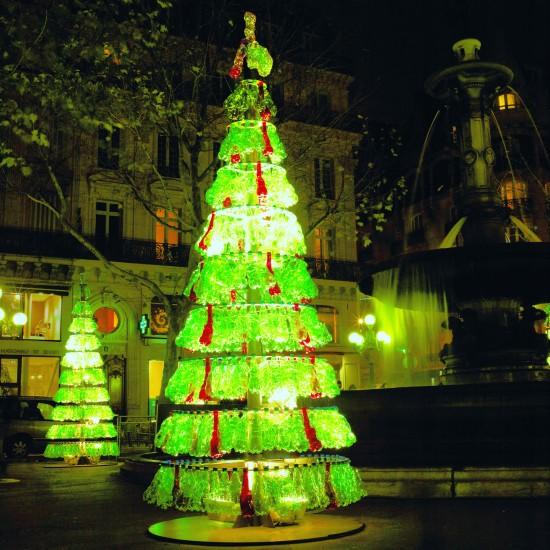 5 Pohon Natal dari Barang Bekas