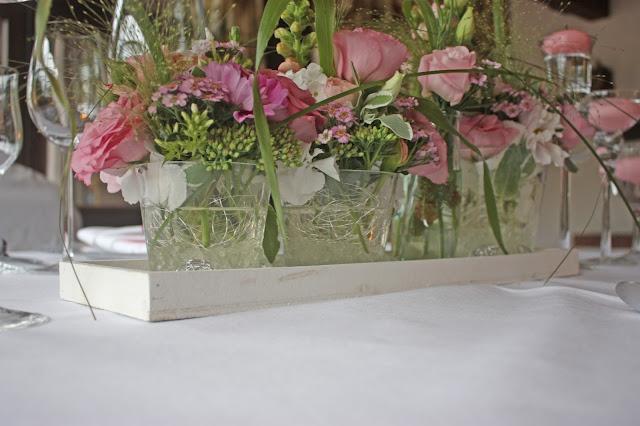 Centerpiece in pink, Tischblumen in Rosa - Mr & Mrs - kleine Hochzeit zu Zweit in Garmisch-Partenkirchen, Bayern, im Hochzeitshotel Riessersee Hotel - Just a two of us - Wedding in Bavaria during your holidays