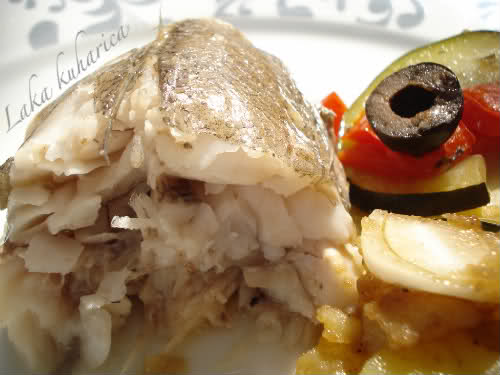 Oven-baked hake with vegetables and lovage by Laka kuharica: light, moist, delectable fresh hake with vegetables and olives.