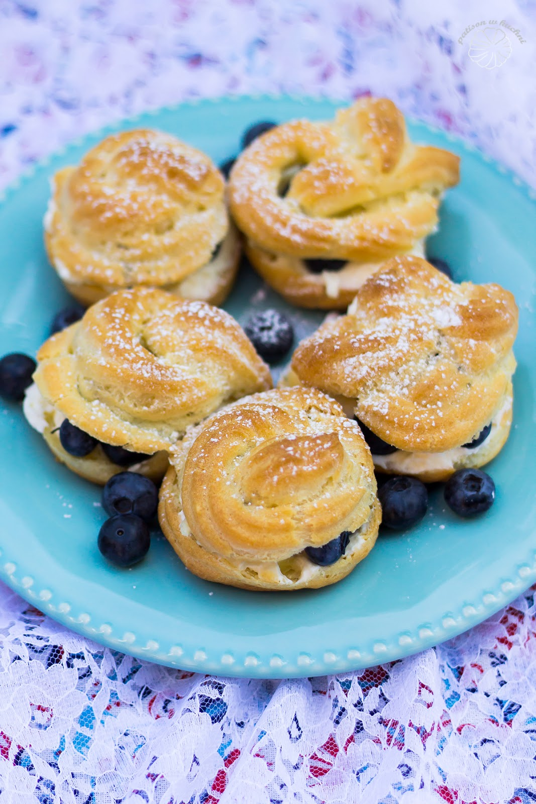 Puff pastry with whipped cream and blueberries.
