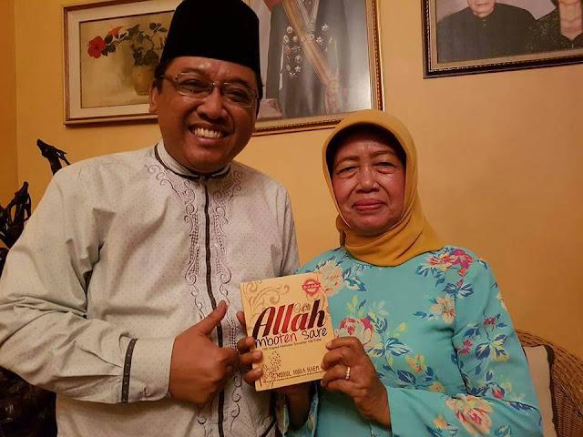 "Ketika Ibunda Persiden Jokowi Bertanya, ""Gajimu Berapa, Nak?"""