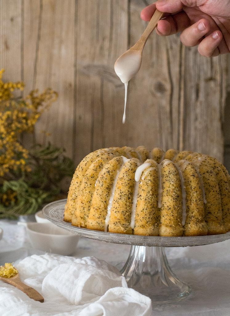 bundt-cake-de-limon-y-semillas-de-amapola