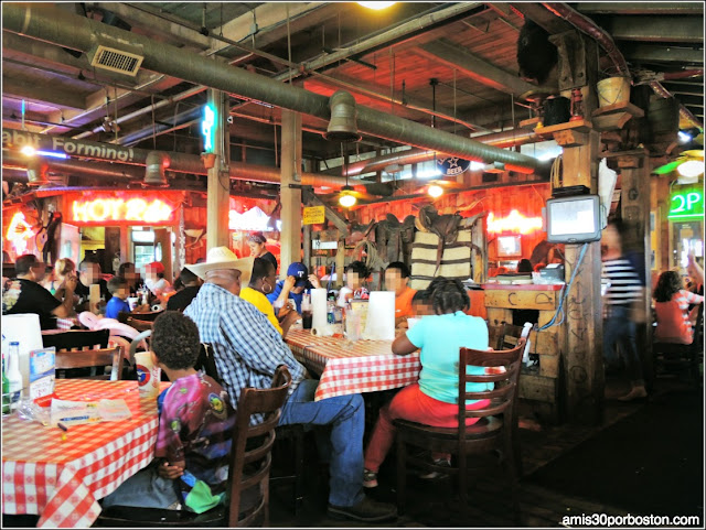 Salón de Riscky's Bar-B-Q en Stockyards
