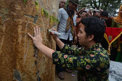 Emil Dardak Resmikan Prasasti Watu Kilang Kucur
