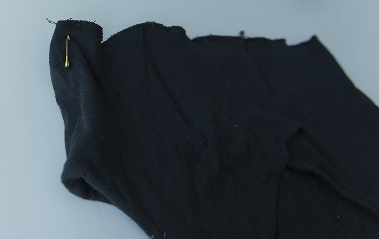 Minns Things: DIY Refashioning: Make a loose shirt tighter / smaller with added lace