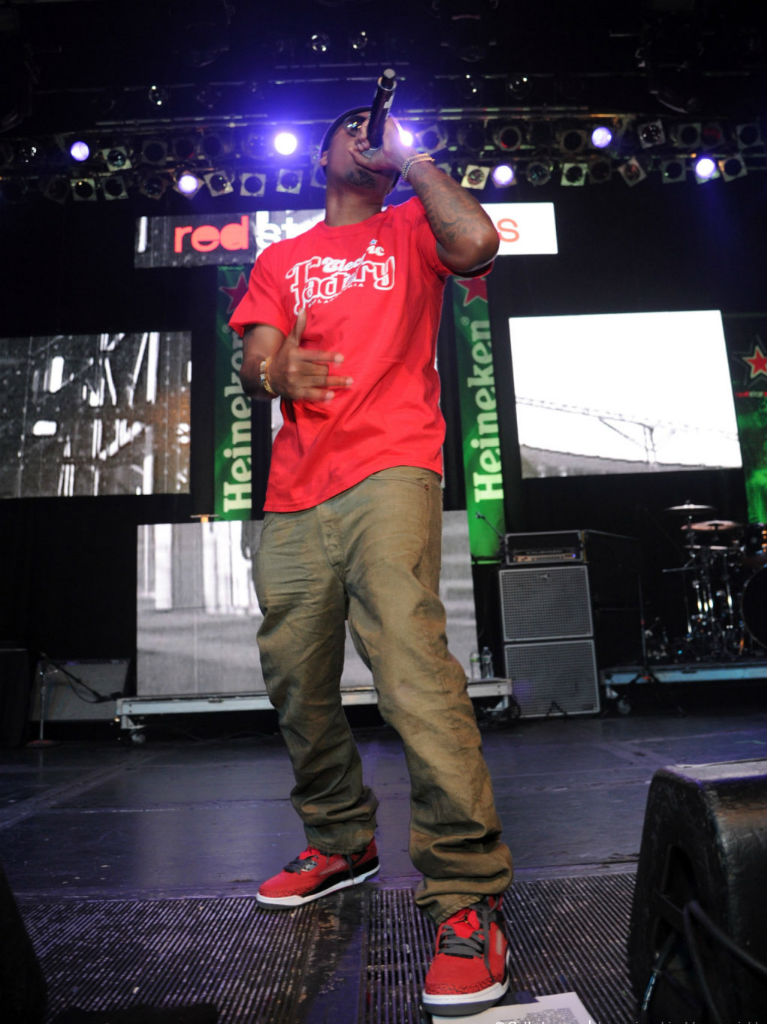 NAS performed in Philadelphia last night rockin a fresh pair of the soon to  be released Jordan